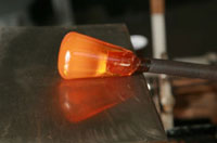 Preparing the post on the Wulgaplate, which cools the molten glass